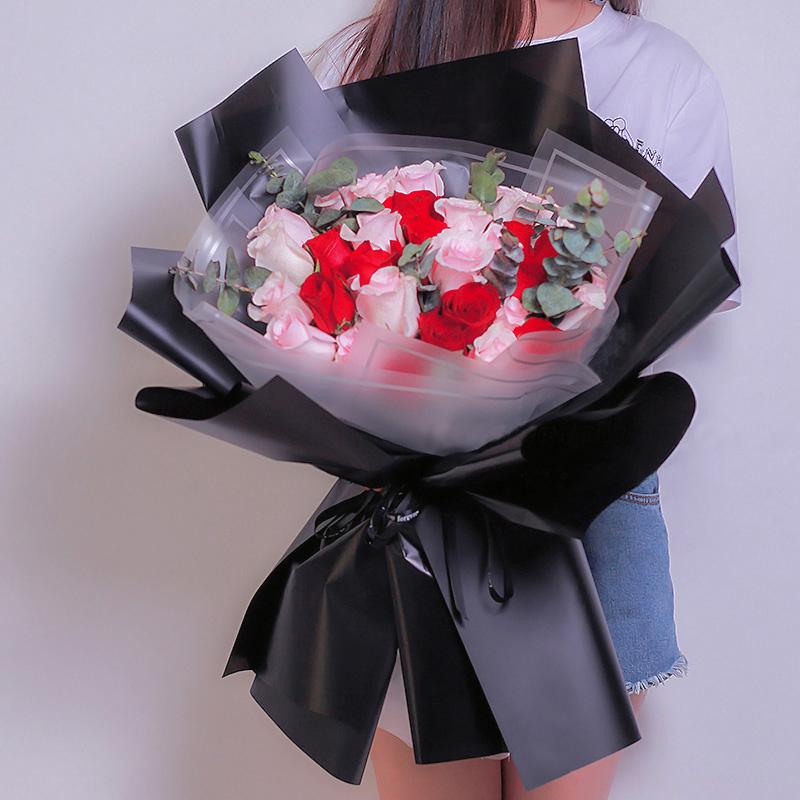 33枝紅色玫瑰花束