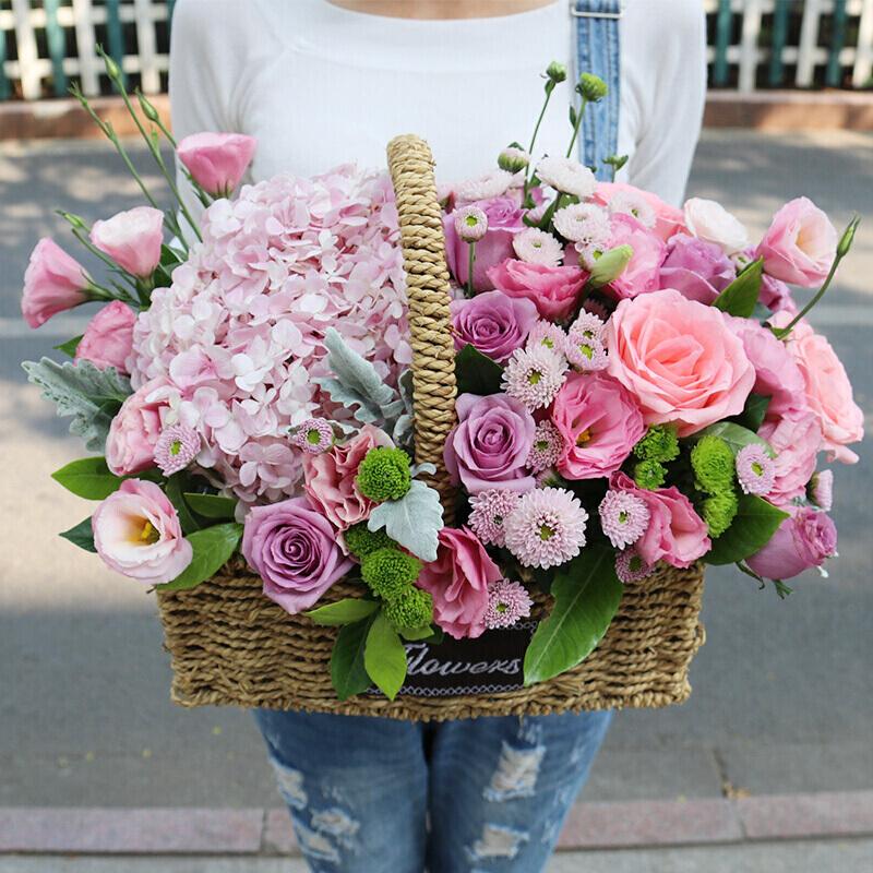 粉紫玫瑰和绣球混搭手提花蓝