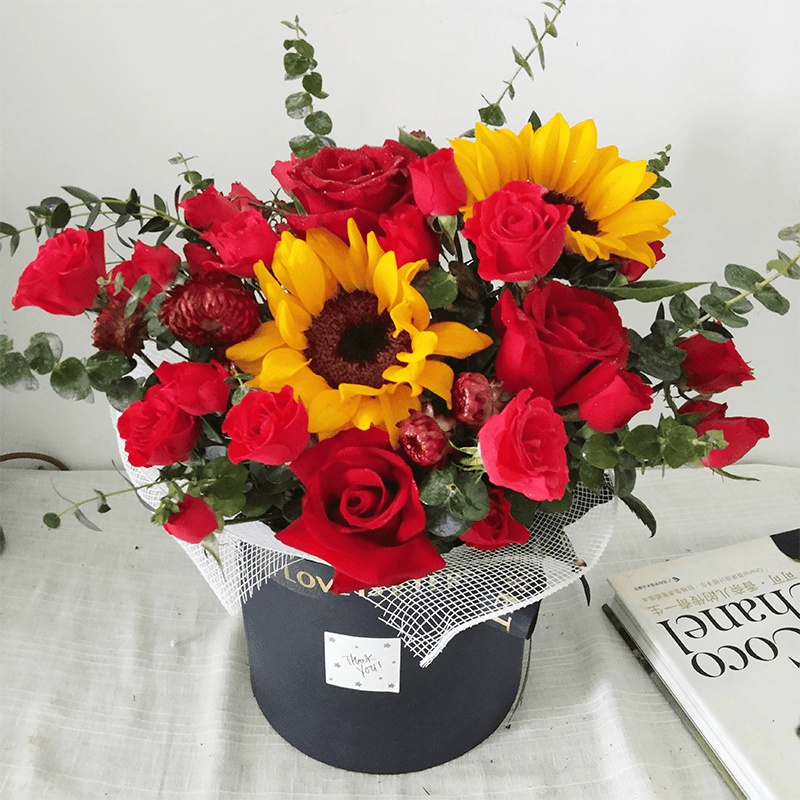 19枝玫瑰+向日葵混搭抱抱桶