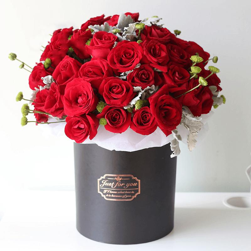 52枝红玫瑰抱抱桶